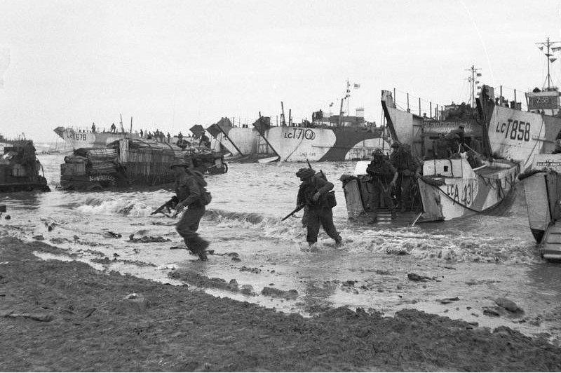 D-day_-_British_Forces_during_the_Invasion_of_Normandy_6_June_1944_B5246 crop