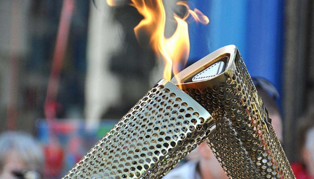 Olymic-Torch-Kiss-cc-Welsh-Government-Llywodraeth-Cymru
