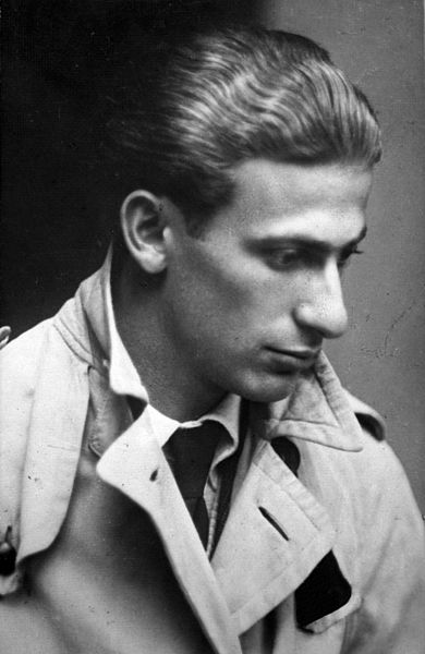 Black and white photo of Miklós Radnóti looking to the side, taken in 1930