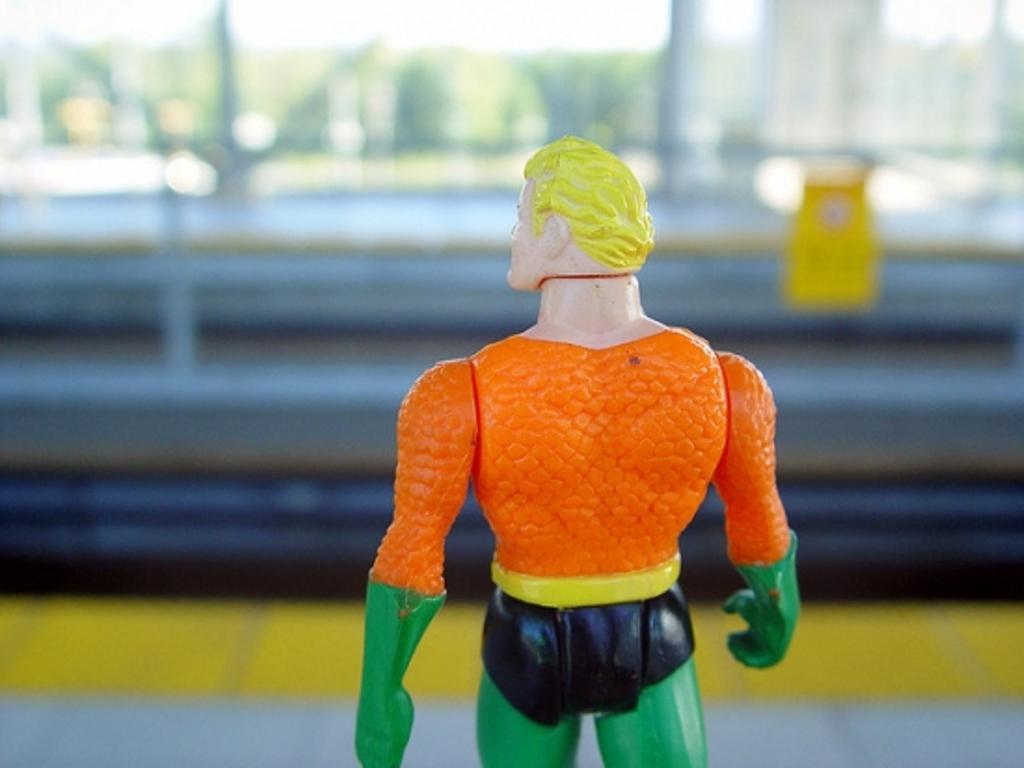 Superhero-looks-away-5501