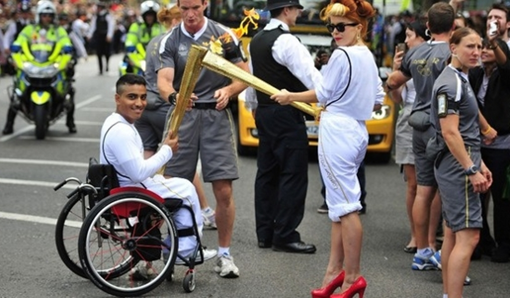 Torch-Kiss-Photo-by-Athletes-in-Action-West-Europe
