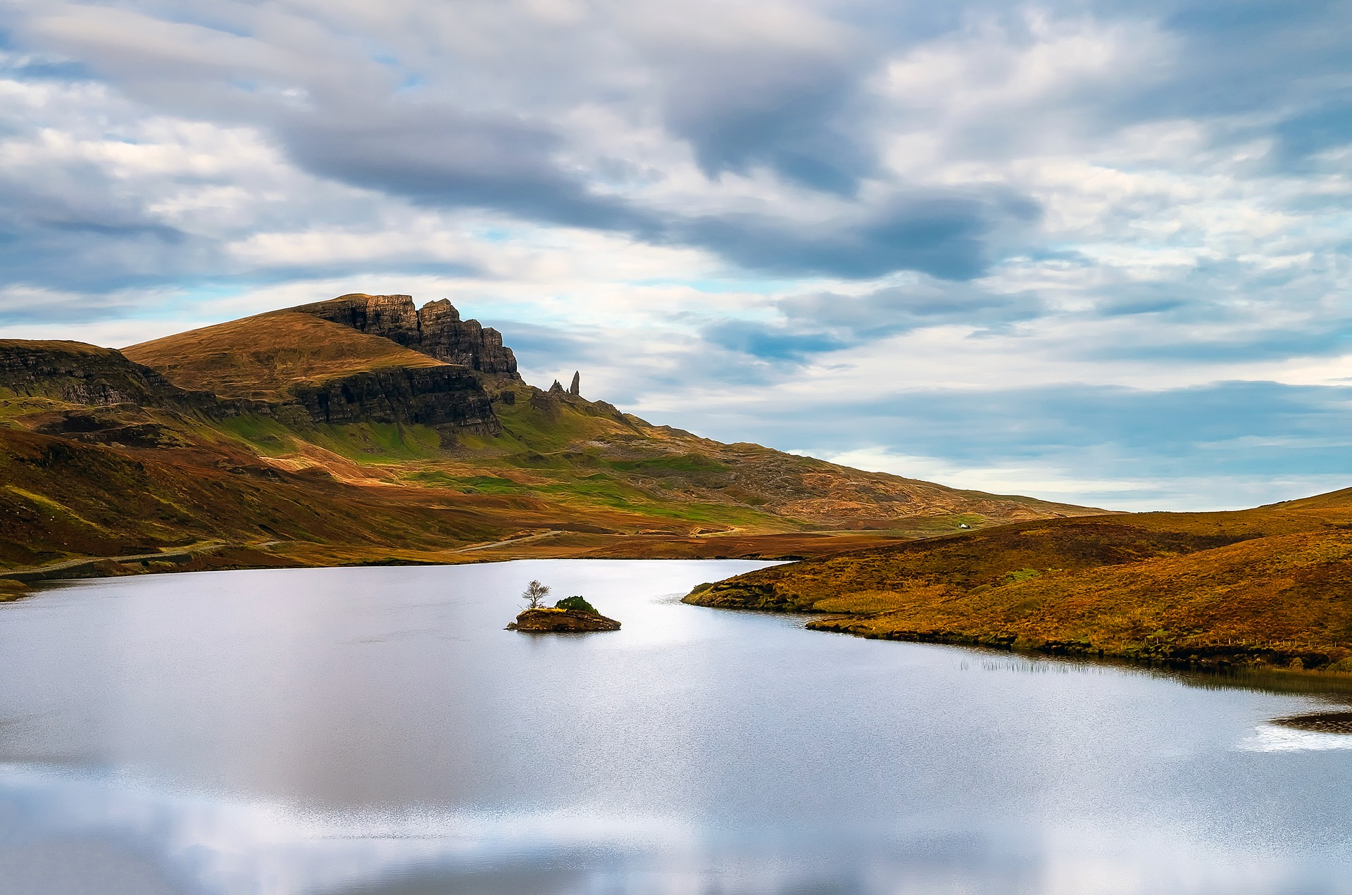 Landscape photo of the isle of Skye