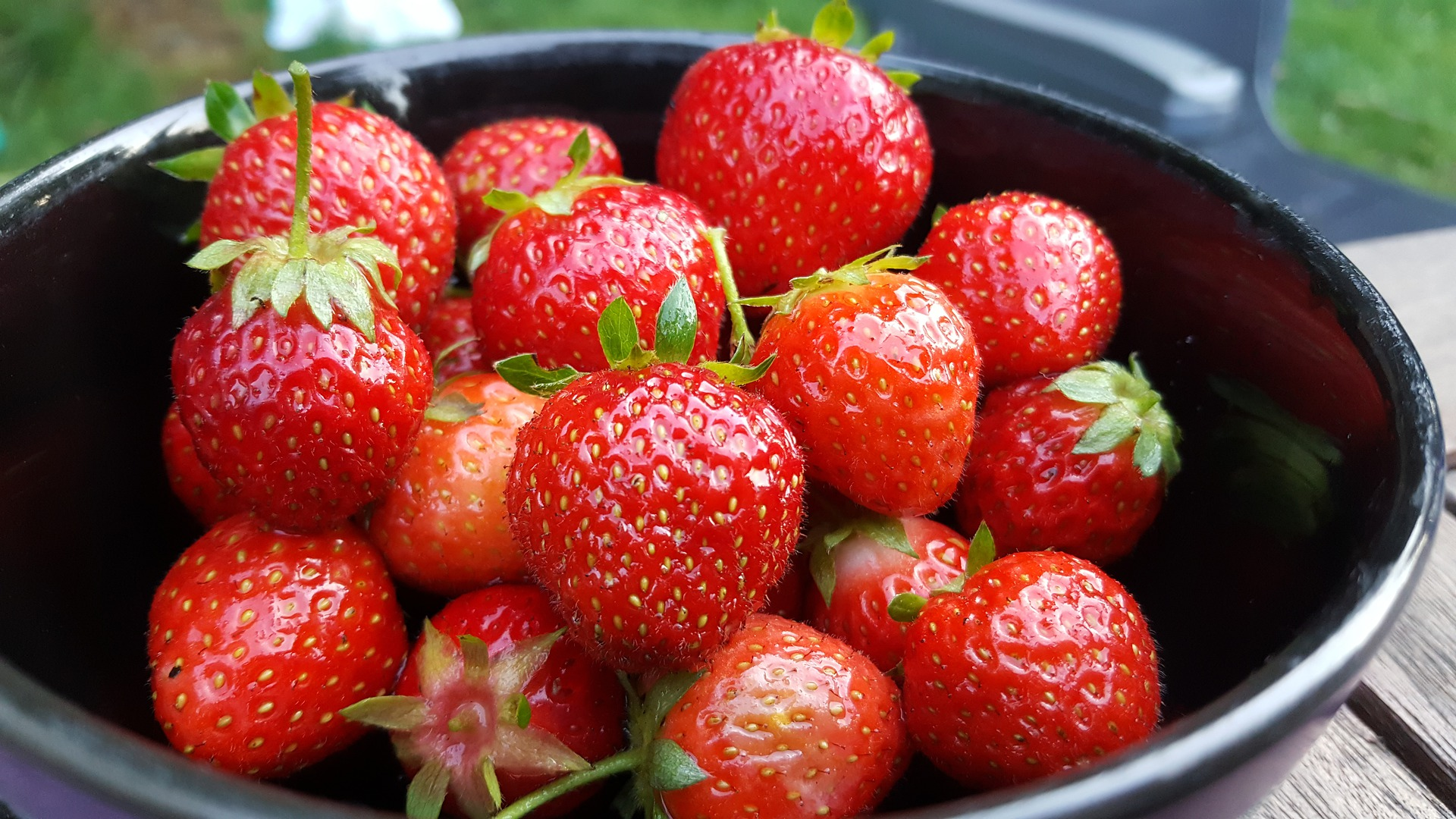 photo: a bowl of ripe strawberries